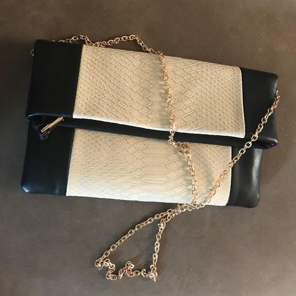 Urban Expressions Bags   Faux Alligator Crossbody Bag   Poshmark 792f9254c1